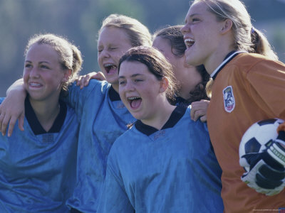 superstock_1098-5260a-fbfemale-soccer-team-standing-together-posters